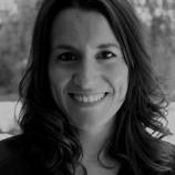 Clara Ferrer Camañes. Licenciada en Psicología (Universitat Jaume I, Castellón). Máster en Atención Sociosanitaria en la Dependencia (Universitat de València). Máster en Neuropsicología (Universidad de Salamanca).